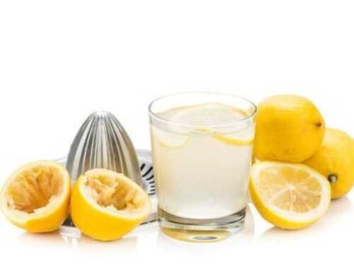 Muntermacher am Morgen – warmes Wasser mit Zitrone