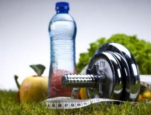 Der Frühling treibt uns nach draußen: genug Trinken beim Training