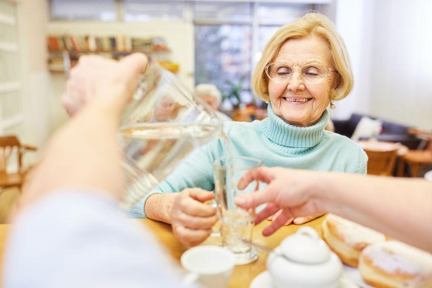 reduziertes-Durstgefühl-Seniorenalter
