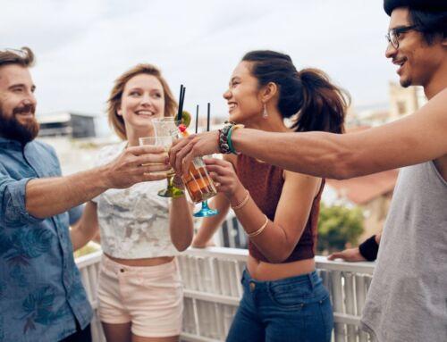 Sommerpartys: bei Alkohol auch an Wasser denken